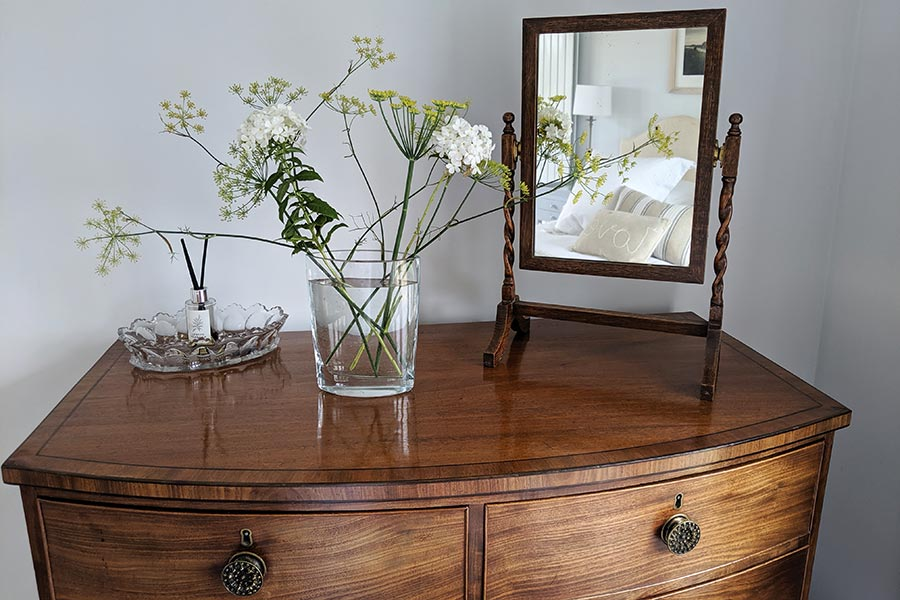Dressing table in cookery student accommodation at Middle Farm House